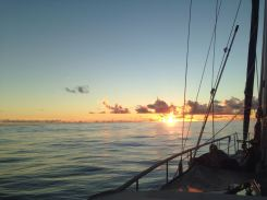 Sonnenuntergang an einem windlosen Tag